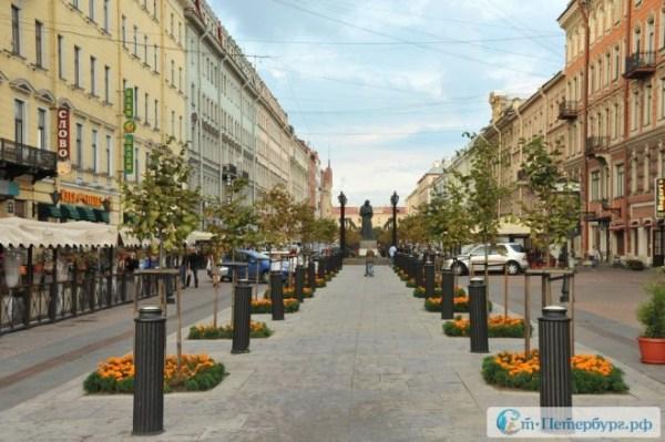 Фотография достопримечательности. Памятник Гоголю в Санкт-Петербурге
