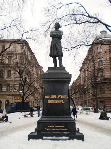 Памятник пушкина в спб на пушкинской заказать памятник на могилу недорого к Волгодонск