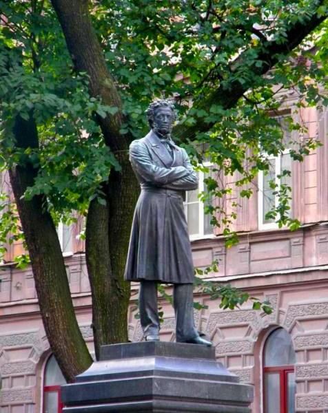 Памятник пушкину фотография