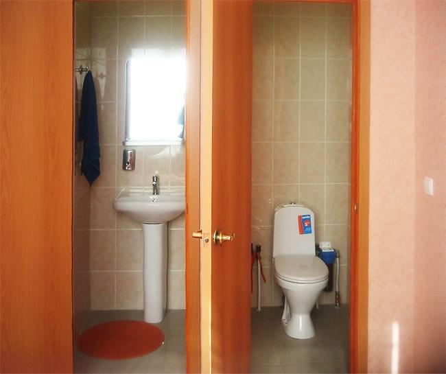 Ванная комната в недорогой гостинице СПБКиУ, Санкт-Петербург