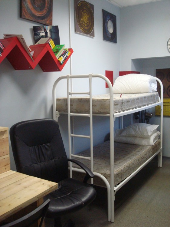 """Location Hostel Лиговский 74, 4-х местная комната """"Отдел кадров"""""""