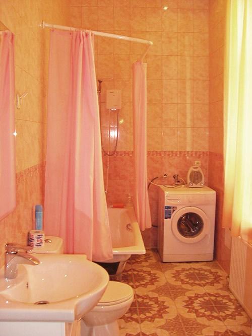 Ванная комната в гостинице эконом-класса Юлана на Невском, Санкт-Петербург