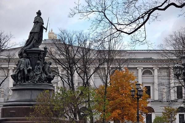 Фотография достопримечательности. Екатерининский сквер в Санкт-Петербурге