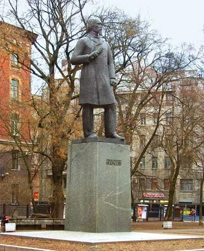 Фотография достопримечательности. Памятник Некрасову в Санкт-Петербурге