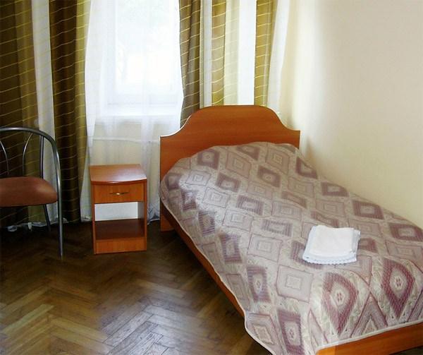 Август, недорогая гостиница Петербурга