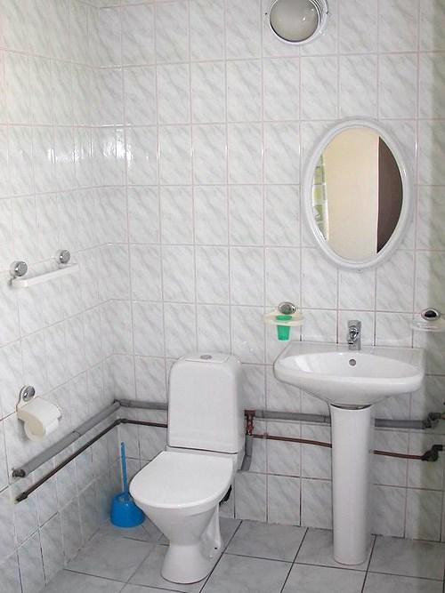 Ванная комната. Хостел Метротур. Санкт-Петербург