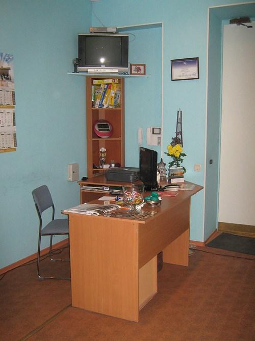 Стол администратора отеля Невский 5 в Санкт-Петербурге