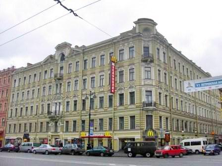 Здание, где расположен хостел Пифагор на Невском, Санкт-Петербург