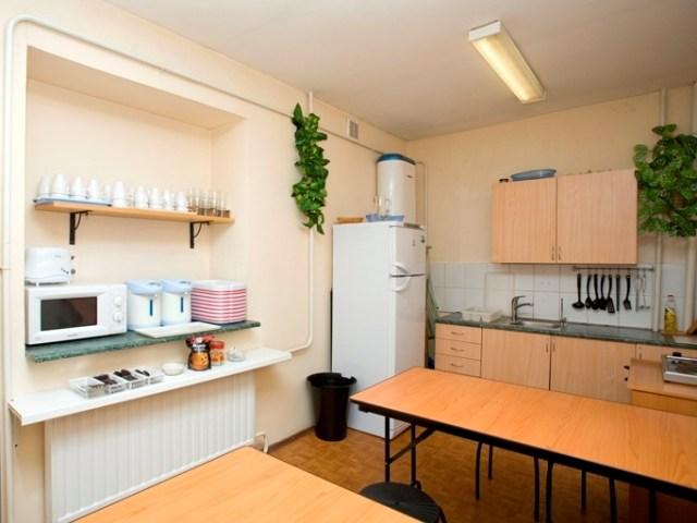 Кухня в недорогой гостинице Сабрина Эконом, Санкт-Петербург