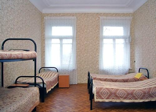 Пятиместный номер в недорогой гостинице Арина на Площади Восстания, Санкт-Петербург
