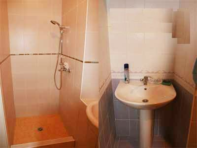 Ванная комната в хостеле Юлана на Фурштатской в Петербурге