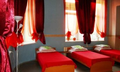 Красный коврик